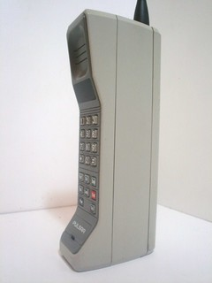 old mobile phone from the 1980s